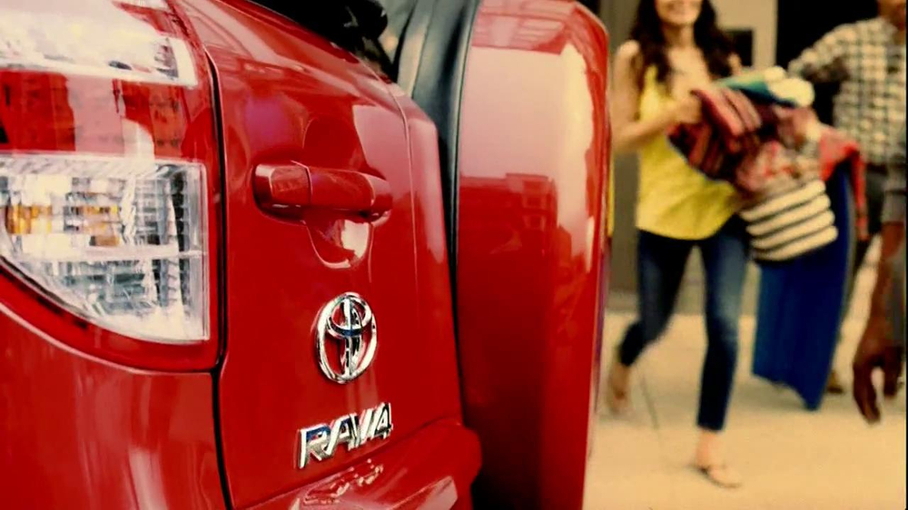 Toyota RAV4 TV Spot, 'Dog's Great Day' Featuring LL Cool J - Screenshot 5