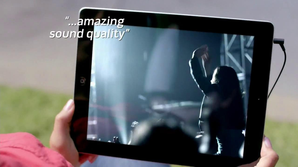 Bose QuietComfort 15 TV Spot, 'Band' - Screenshot 9