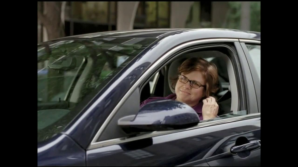 GEICO TV Spot, 'Bodybuilder Directing Traffic' - Screenshot 4
