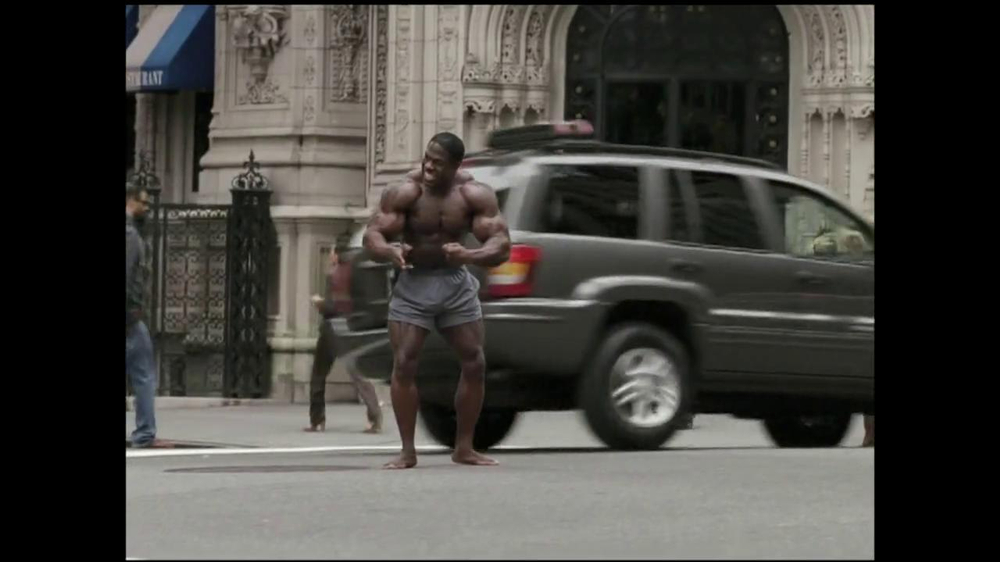 GEICO TV Spot, 'Bodybuilder Directing Traffic' - Screenshot 5