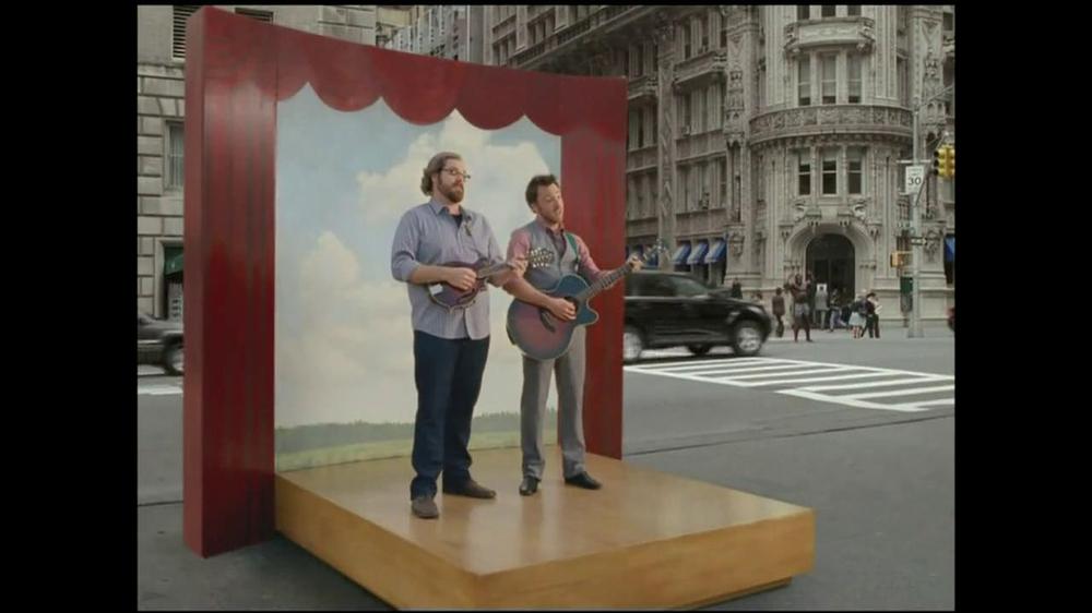 GEICO TV Spot, 'Bodybuilder Directing Traffic' - Screenshot 7