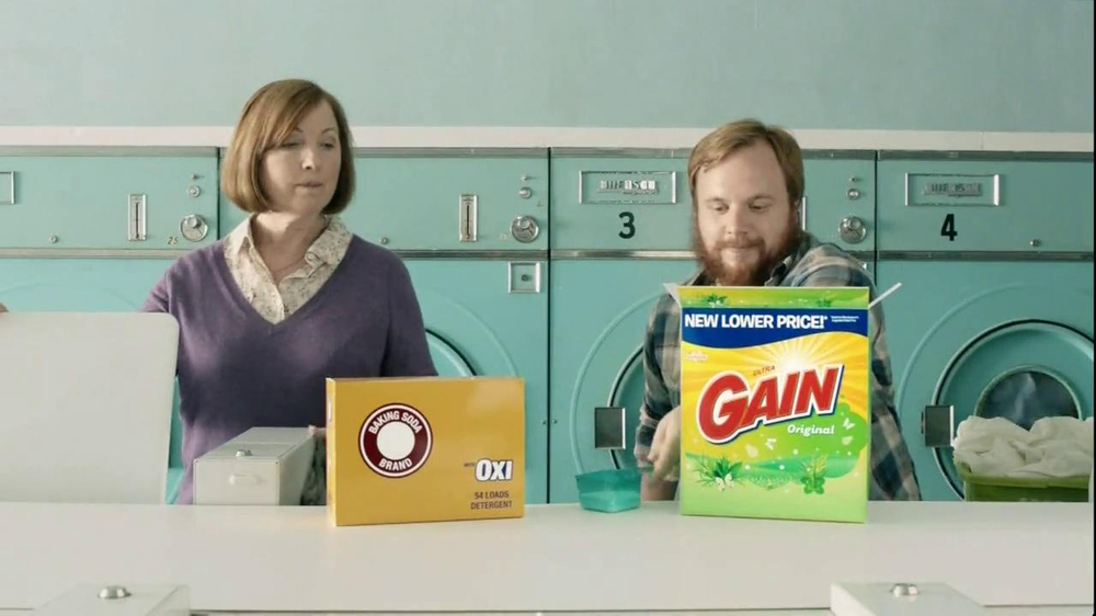 Gain Detergent TV Spot, 'Revolving Door' - Screenshot 1