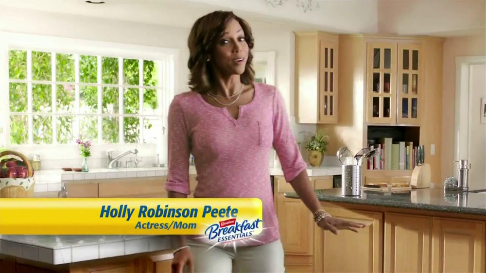 Carnation Breakfast Essentials TV Spot Featuring Holly Robinson Peete - Screenshot 1