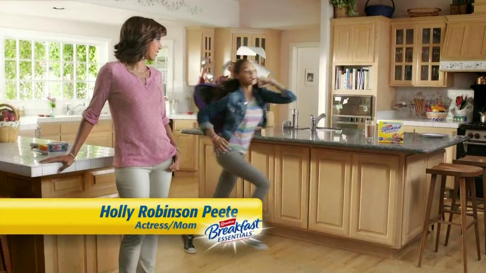 Carnation Breakfast Essentials TV Spot Featuring Holly Robinson Peete - Screenshot 2