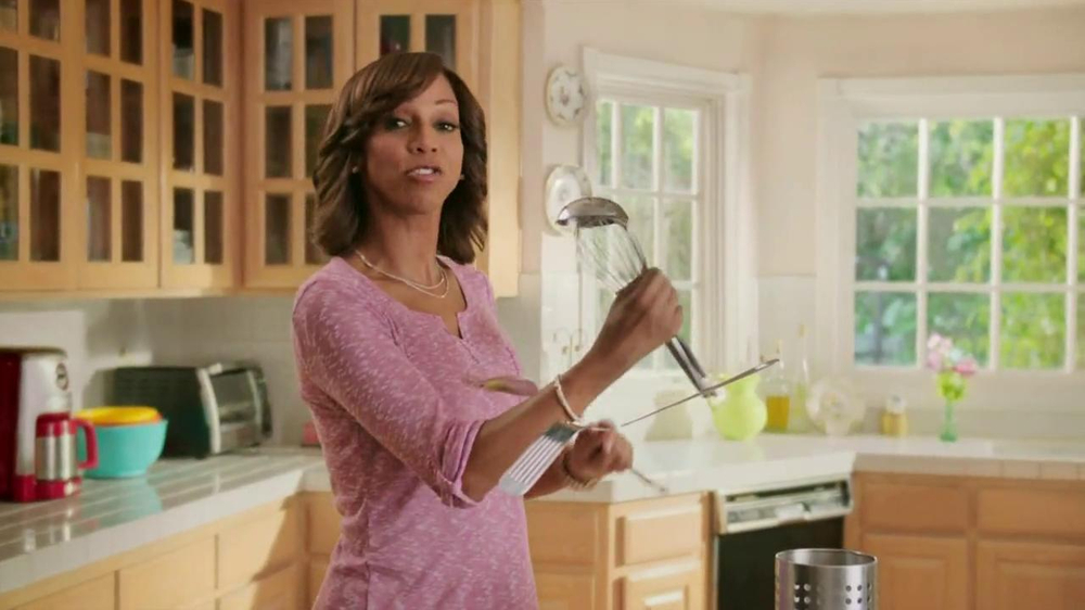 Carnation Breakfast Essentials TV Spot Featuring Holly Robinson Peete - Screenshot 5