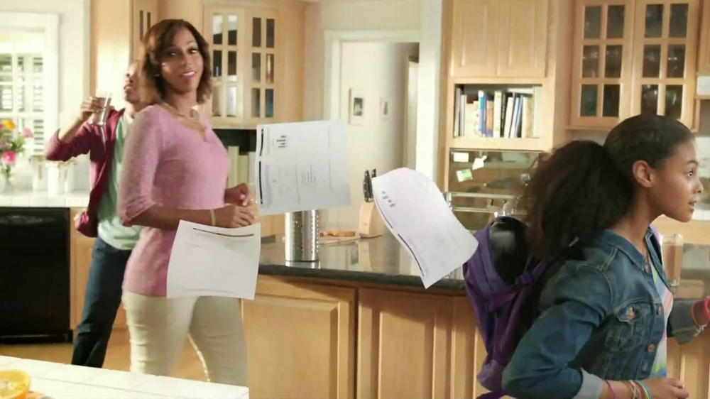 Carnation Breakfast Essentials TV Spot Featuring Holly Robinson Peete - Screenshot 6