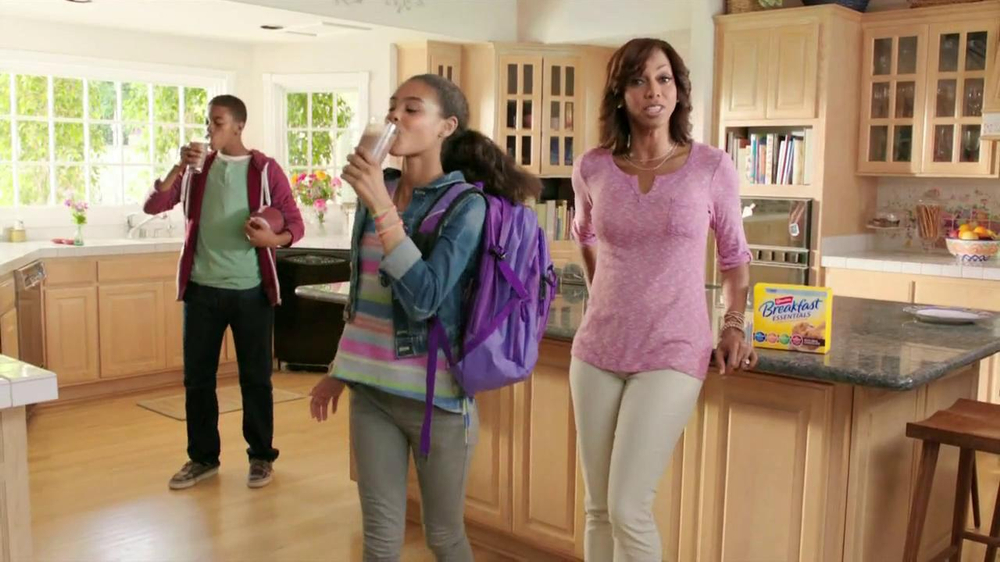 Carnation Breakfast Essentials TV Spot Featuring Holly Robinson Peete - Screenshot 9