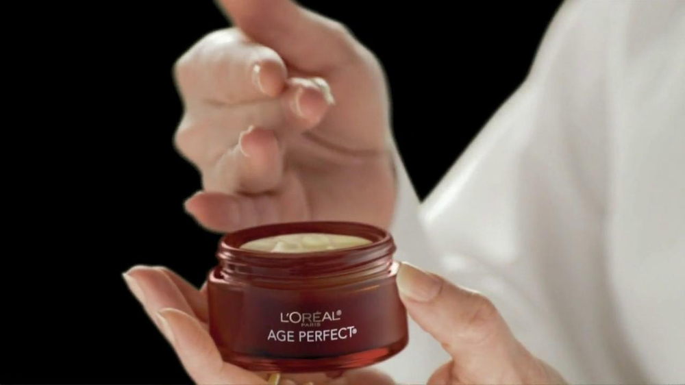 L'Oreal Age Perfect Hydra-Nutrition Golden Balm TV Spot Feat. Diane Keaton - Screenshot 5