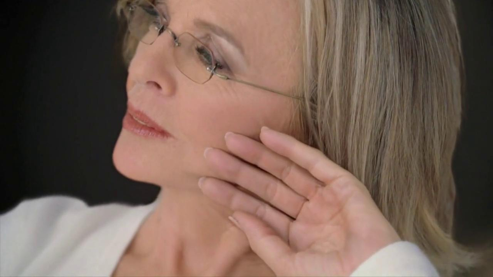 L'Oreal Age Perfect Hydra-Nutrition Golden Balm TV Spot Feat. Diane Keaton - Screenshot 6