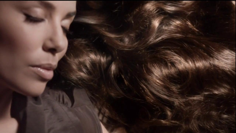 L'Oreal EverCreme Moisture System TV Spot Featuring Eva Longoria - Screenshot 4