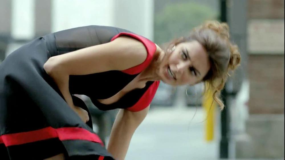 FIAT Abarth TV Spot, 'Seduction' Featuring Catrinel Menghia - Screenshot 2
