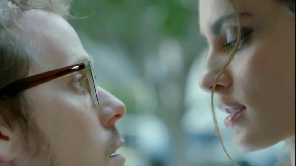 FIAT Abarth TV Spot, 'Seduction' Featuring Catrinel Menghia - Screenshot 4