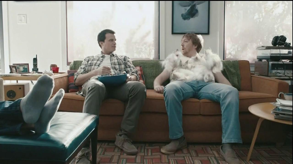 Hanes Comfort Blend T-Shirt TV Spot, 'Kitten Shirt' Feat. Michael Jordan - Screenshot 7