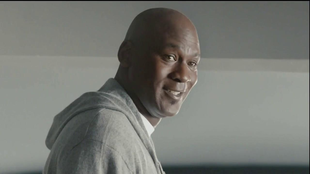 Hanes Comfort Blend T-Shirt TV Spot, 'Kitten Shirt' Feat. Michael Jordan - Screenshot 9