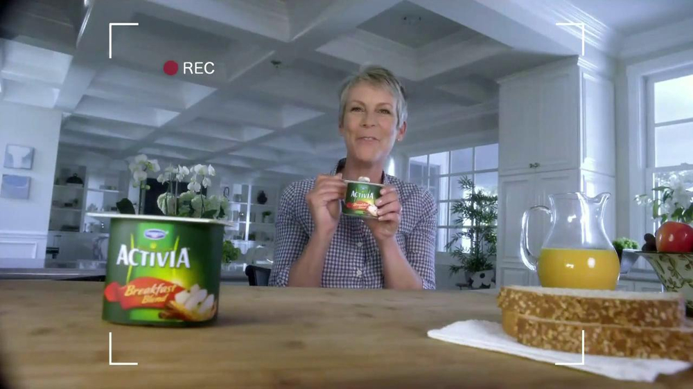 Activia Breakfast Blend TV Spot Featuring Jamie Lee Curtis - Screenshot 5