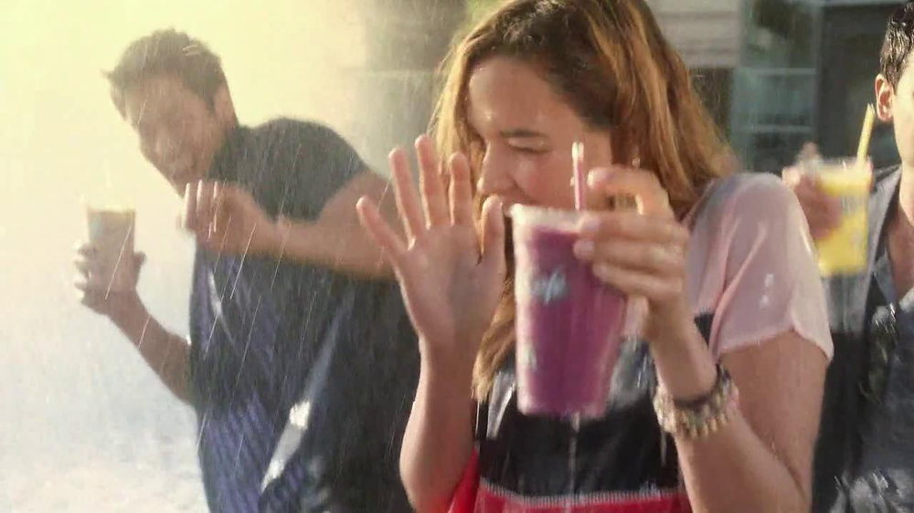 McDonald's Blueberry Pomegranate Smoothie TV Spot, 'Fountain' - Screenshot 9