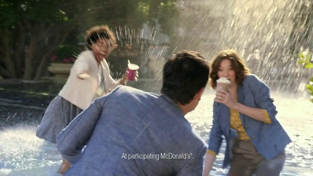 McDonald's Blueberry Pomegranate Smoothie TV Spot, 'Fountain' - Screenshot 7