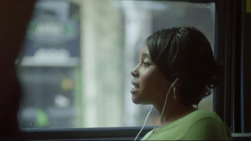 Apple iPhone 5 TV Spot, 'Music Every Day' Song by Rob Simonsen - Screenshot 5