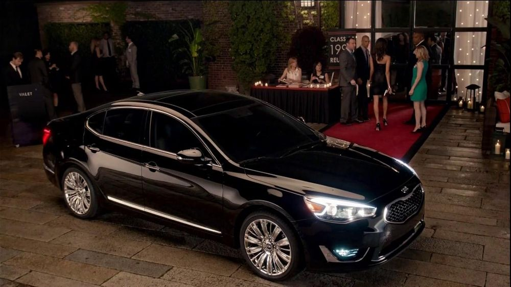 Kia Cadenza TV Spot, 'Impossible to Ignore' Song by David Bowie - Screenshot 10