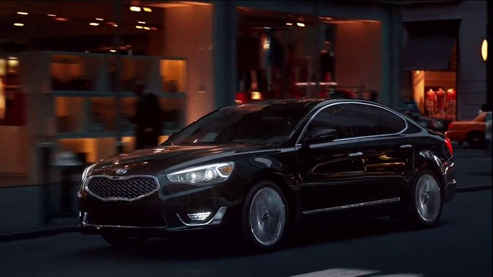 Kia Cadenza TV Spot, 'Impossible to Ignore' Song by David Bowie - Screenshot 5