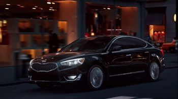 Kia Cadenza TV Spot, 'Impossible to Ignore' Song by David Bowie - Thumbnail 5
