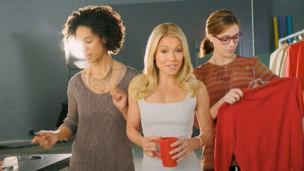 Colgate Total Adavanced Mouthwash TV Spot, 'Beach' Ft. Kelly Ripa - Screenshot 4