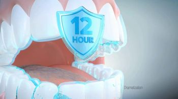 Colgate Total Adavanced Mouthwash TV Spot, 'Beach' Ft. Kelly Ripa - Thumbnail 7