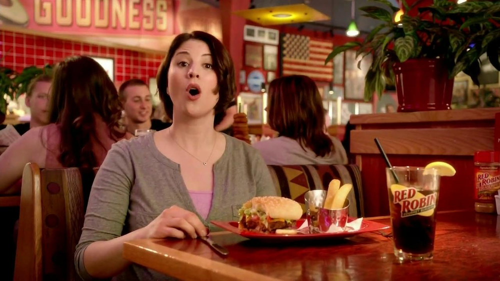 Red Robin Bottomless Steak Fries TV Spot, 'Booyah' - Screenshot 2