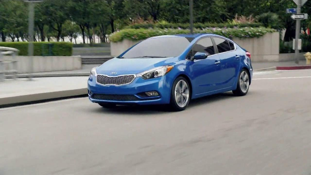 2014 Kia Forte TV Spot, 'Street Light' Song by College and Electric Youth - Screenshot 1