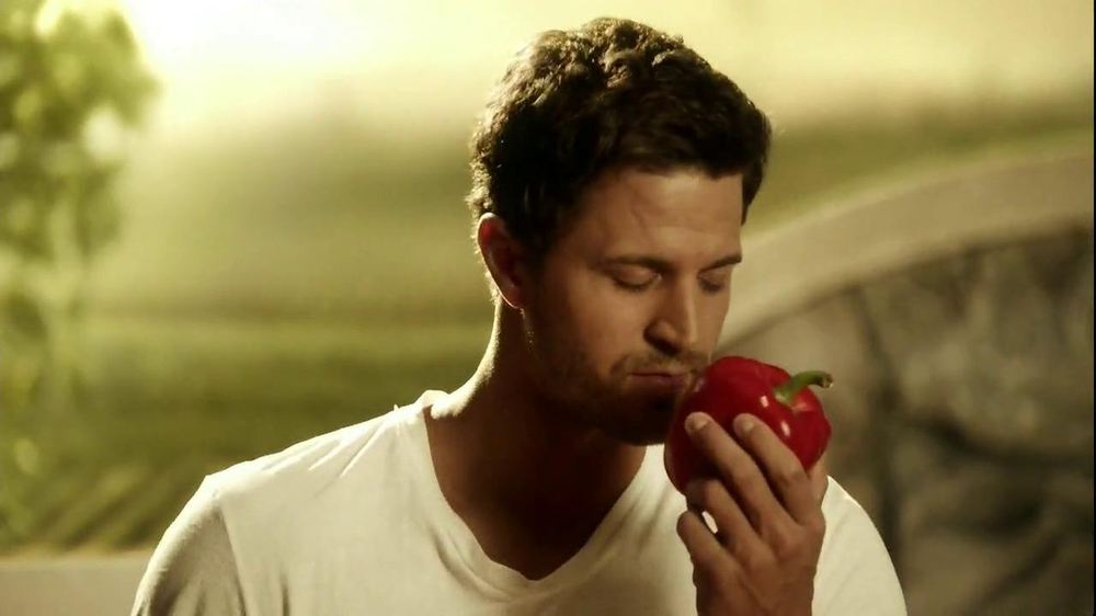 Kraft Zesty Italian Anything Dressing TV Spot, 'Burning Shirt' - Screenshot 3