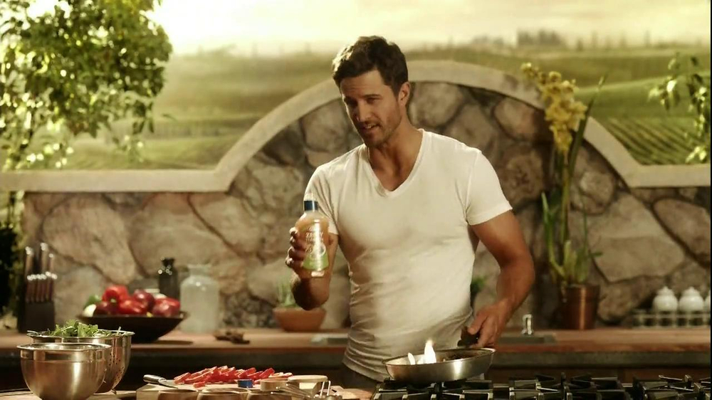 Kraft Zesty Italian Anything Dressing TV Spot, 'Burning Shirt' - Screenshot 6