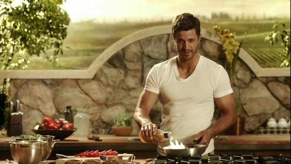 Kraft Zesty Italian Anything Dressing TV Spot, 'Burning Shirt' - Screenshot 9