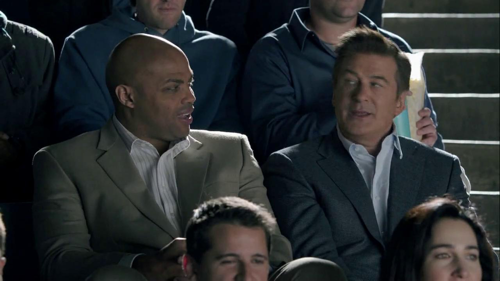 Capital One Venture TV Spot, 'Bocce Ball' Ft. Alec Baldwin, Charles Barkley - Screenshot 4