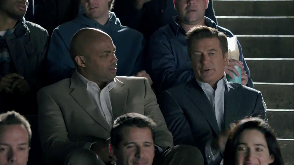 Capital One Venture TV Spot, 'Bocce Ball' Ft. Alec Baldwin, Charles Barkley - Screenshot 6