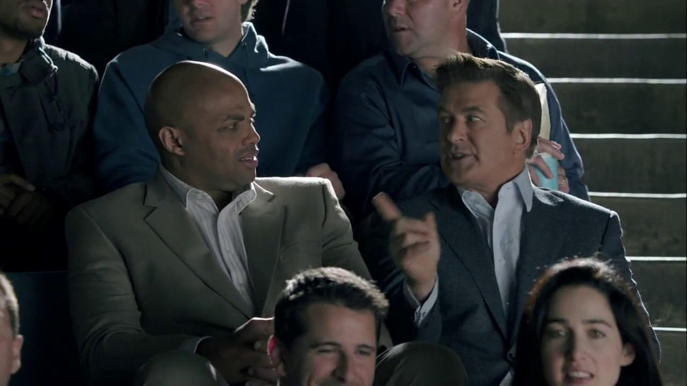 Capital One Venture TV Spot, 'Bocce Ball' Ft. Alec Baldwin, Charles Barkley - Screenshot 7