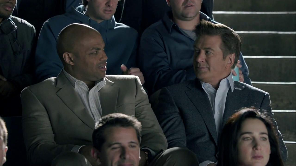 Capital One Venture TV Spot, 'Bocce Ball' Ft. Alec Baldwin, Charles Barkley - Screenshot 8