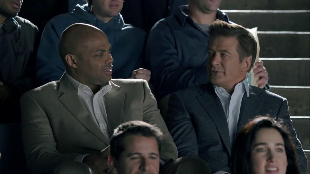 Capital One Venture TV Spot, 'Bocce Ball' Ft. Alec Baldwin, Charles Barkley - Screenshot 9