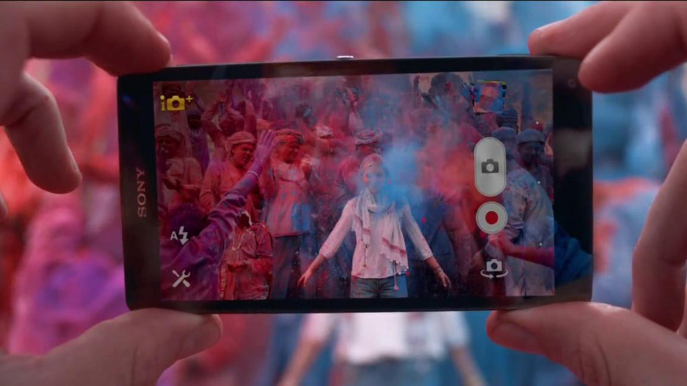 Sony Mobile Xperia Z TV Spot, 'Sound and Vision' Song by David Bowie - Screenshot 10