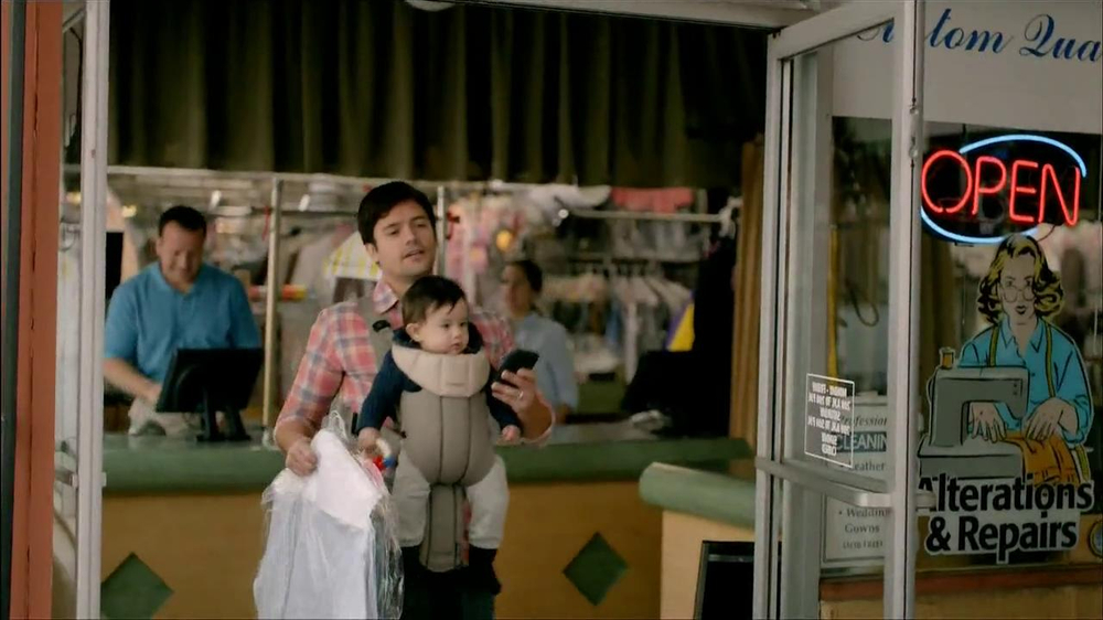 Wells Fargo TV Spot, 'Daddy's Day Out with Baby' - Screenshot 3