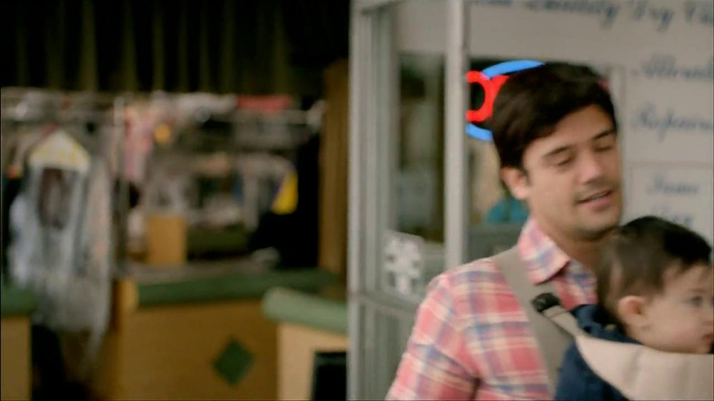 Wells Fargo TV Spot, 'Daddy's Day Out with Baby' - Screenshot 4
