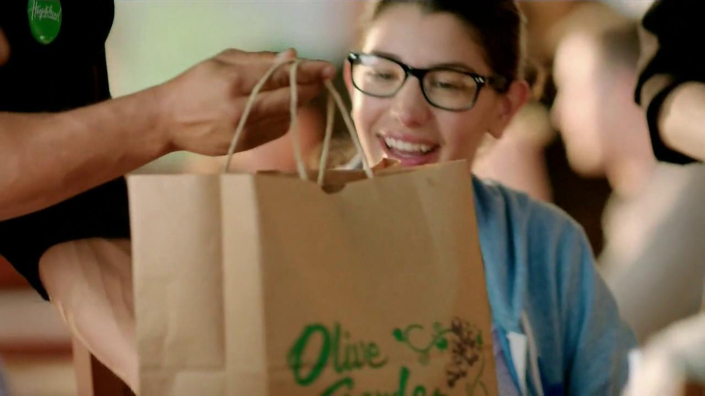 Olive Garden TV Spot, 'Buy One, Take One' - Screenshot 10