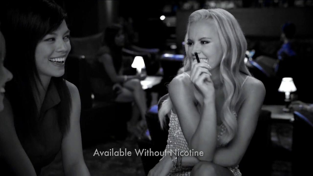 Blu Cigs TV Spot Featuring Jenny McCarthy - Screenshot 5