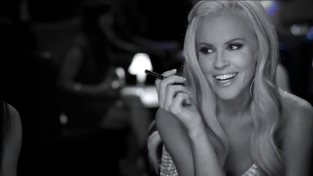 Blu Cigs TV Spot Featuring Jenny McCarthy - Screenshot 6