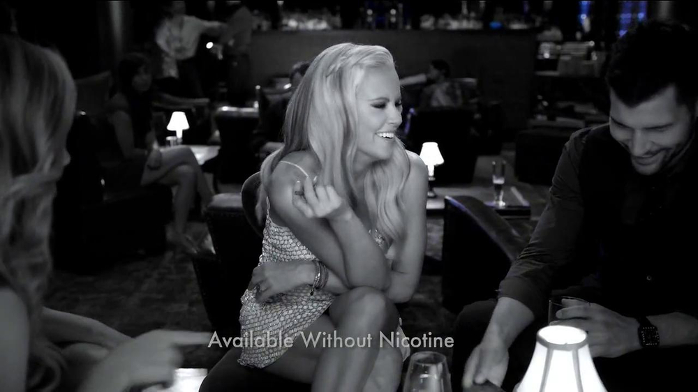 Blu Cigs TV Spot Featuring Jenny McCarthy - Screenshot 7