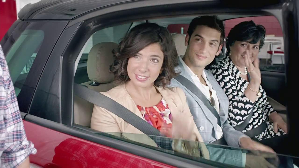 FIAT 500L TV Spot, 'Authentic Italian Family' - Screenshot 2