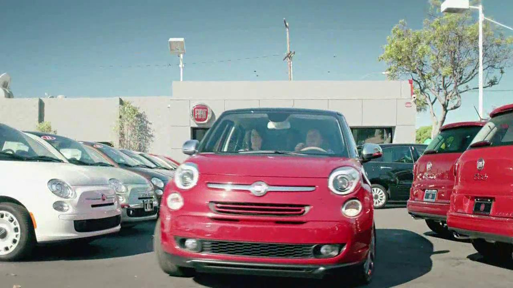 FIAT 500L TV Spot, 'Authentic Italian Family' - Screenshot 3