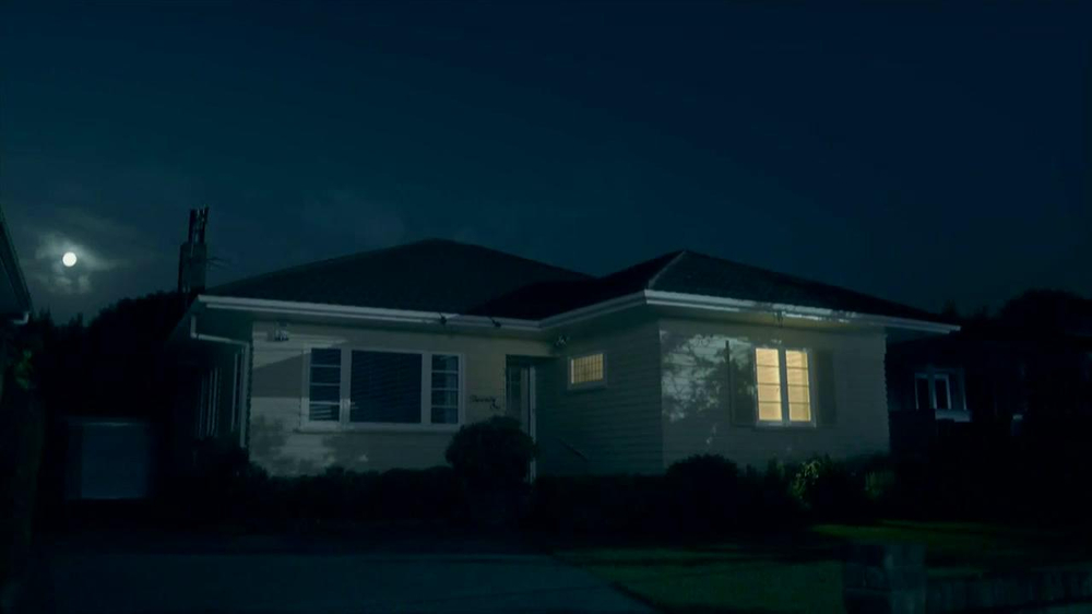Febreze Sleep Serenity TV Spot, 'Lights Out' - Screenshot 2