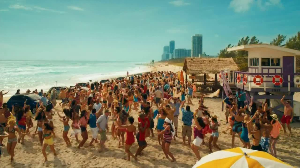 FIAT 500L TV Spot - Screenshot 6