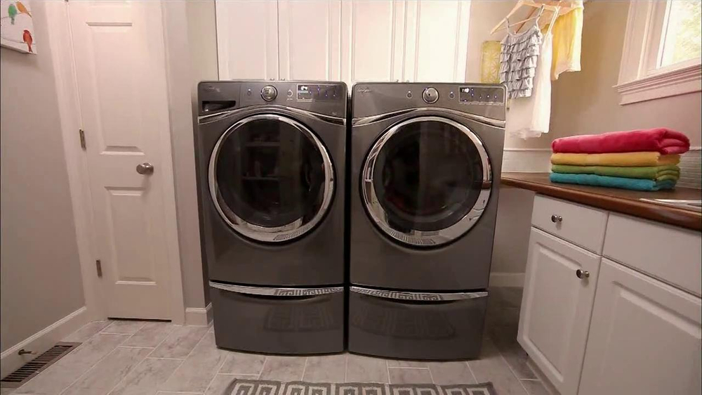 Whirlpool Duet Washer and Dryer TV Spot, 'Product Review' - Screenshot 4