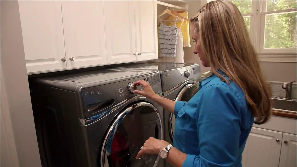 Whirlpool Duet Washer and Dryer TV Spot, 'Product Review' - Screenshot 7